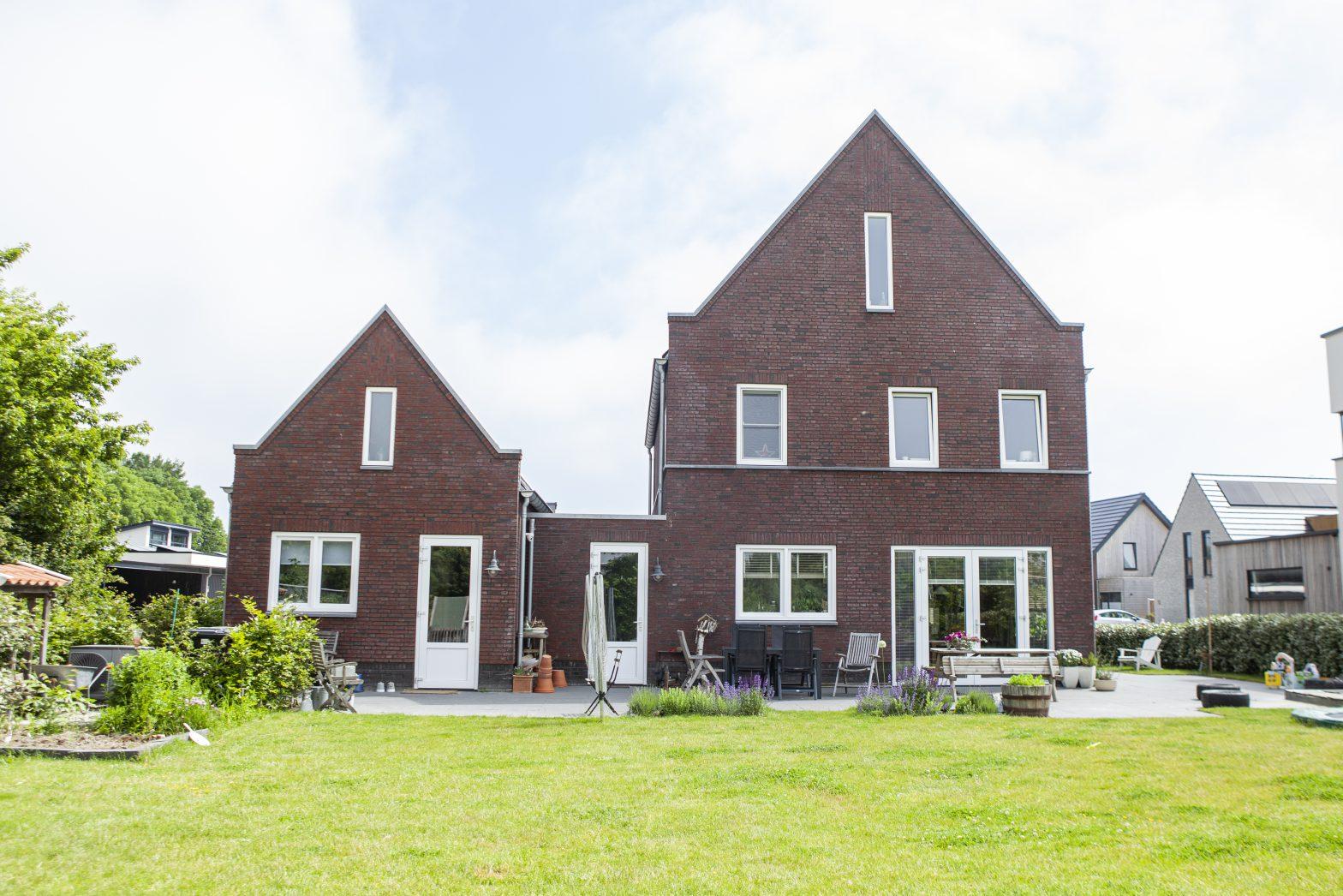 nieuwe-kozijnen-in-middelburg-dakisolatie-in-zeeland-isoleren-van-uw-woning-op-walcheren-Ons-werk-projecten-onze-huizen-Willeboer-&-Versluis